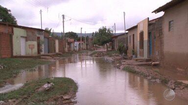 Chuva com trovoadas causa alagamento em ruas de Barreiras, no norte do estado - Em Salvador, fim de semana deve ser de céu nublado e mormaço. Veja os detalhes na previsão do tempo.