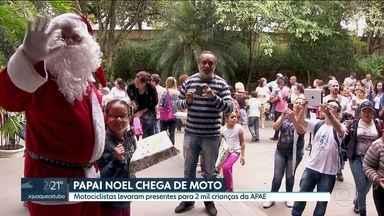 Motociclistas levam presentes para 2 mil crianças da APAE - O Papai Noel chegou de moto na APAE. Motociclistas levaram presentes para 2 mil crianças celebrarem antecipadamente o Natal.