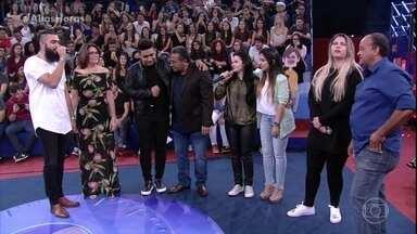 """Maraisa canta """"10%"""" com amigos - Convidados agitam plateia"""