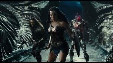 Atores que vivem heróis em 'Liga da Justiça' contam tudo sobre encontro - Estavam presentes na entrevista Mulher Maravilha, Aquaman, Flash, Ciborgue e Batman. Só faltou um certo Homem de Aço, que parecia estar morto.