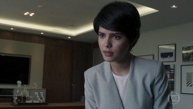 Adriana diz a Natanael que quer ser advogada criminalista - O avô da jovem não apoia a ideia e afirma que tinha outros planos para ela