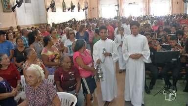 Fiéis lotam Matriz na missa do Dia de Nossa Senhora da Conceição em Santarém - A missa começou por volta de 8h30 e foi presidia pelo bispo, Dom Flávio Giovenale.