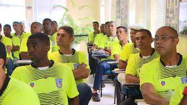 Começa a pré-temporada de seleção para os árbitros baianos - Cinquenta árbitros e assistentes participaram da primeira turma da pré-temporada promovida pela comissão estadual de árbitros da Bahia, ligada a federação baiana de futebol.