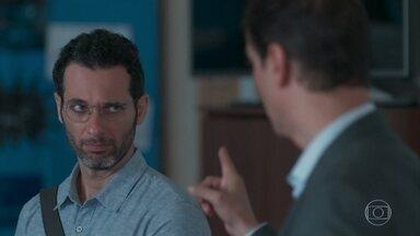 Edgar convida Bóris a retornar ao Grupo - Malu se sente humilhada com a proposta pública de Edgar