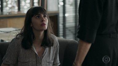 Bebeth pede que Sabine lhe ensine sobre os negócios - Sabine se recusa a demitir Maria Pia. Malagueta pede que a loira conte por que ficou transtornada na discussão com Bebeth