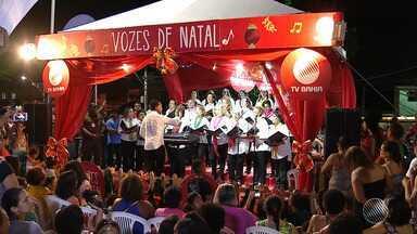 Coral leva magia natalina para o bairro de Castelo Branco, em Salvador - Projeto Vozes do Natal é uma inciativa da TV Bahia.