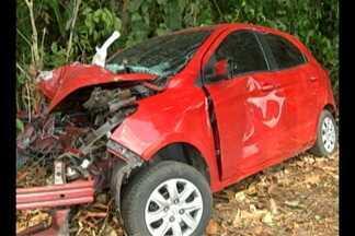 Na PA-391, motorista perde controle e bate em árvore - PA liga Belém a Mosqueiro.