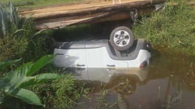 Mãe e filha morrem afogadas após carro cair de ponte em Muzambinho (MG) - Mãe e filha morrem afogadas após carro cair de ponte em Muzambinho (MG)