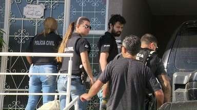 Operação investiga site suspeito de vender material roubado para concurso - Quatro pessoas foram presas.