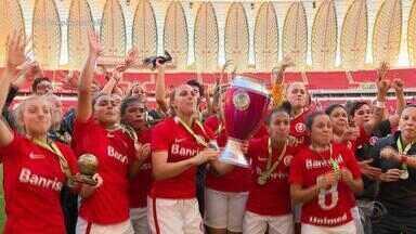 Time feminino do Inter vence o Grêmio e é campeão gaúcho de 2017 - Assista ao vídeo.