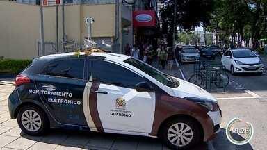 Carro 'guardião' começou a funcionar em São José - Veículo vai substituir trabalho dos agentes de trânsito.