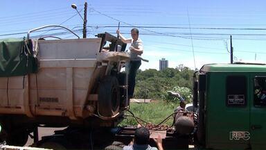 Polícia apreende carreta com cerca de duzentos quilos de cocaína - A apreensão aconteceu em Sertanópolis. Além do motorista outras duas pessoas foram presas.