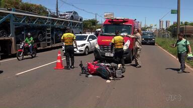 Motociclista fica ferido depois de bater em caminhão cegonha - Foi na av. Colombo em frente ao Parque de Exposições