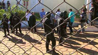 Deputados estaduais vistoriam a penitenciária estadual de Cascavel - Um relatório da vistoria vai ser encaminhado ao MP e ao governo do estado.