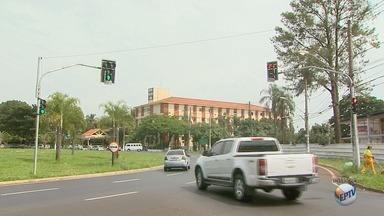 Começam a funcionar semáforos entre avenidas Castelo Branco e Presidente Kennedy - A região ganhou bastante movimento nos últimos anos e geralmente fica com trânsito pesado em horários de pico.