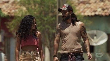 Mariano e Cleo se conhecem - Garimpeiro é generoso com neta de Mercedes
