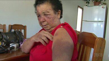 Idosa é espancada com chutes e choque elétrico durante assalto - O assaltante ficou três horas na casa aterrizando a família.