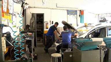 Oficinas mecânicas de Londrina registram aumento no movimento - Antes de pegar a estrada nas férias, muita gente está fazendo a revisão nos veículos.