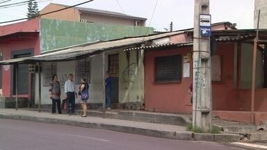 Suspeitos de matar técnico de enfermagem durante assalto em ponto de ônibus são presos - Dois casais foram interceptados com uma arma de fogo e porções de drogas em dois locais da capital.