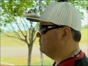 Dispositivo possibilita autonomia para deficientes visuais em Carazinho, RS - Estudantes da região criaram o boné que tem sensores de aproximação