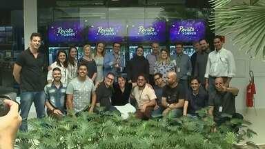Equipe do Revista de Sábado comemora prêmio - A equipe do Revista de Sábado, programa da TV TEM, se reuniu, nesta terça-feira (12), para comemorar a premiação que recebeu da direção da Globo São Paulo de Melhor Programa Regional de Linha.