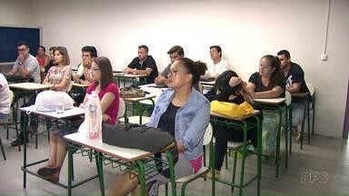Estão abertas as matrículas para a Educação de Jovens e Adultos (EJA) - Quem está longe da escola e quer voltar a estudar tem até o dia 19 de janeiro para fazer a matrícula.