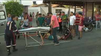Acidente é registrado no Presidente Médici, em Campina Grande - Um carro e uma moto se chocaram e uma pessoa ficou ferida.