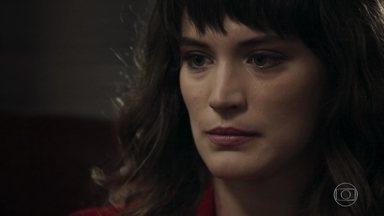 Clara escolhe a casa em que morou com Gael para comprar - Patrick se surpreende com o novo visual da jovem