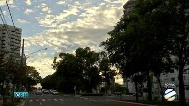 Quinta-feira (14) de sol e temperaturas altas em MS - Com o tempo estável, nível de água dos rios do estado pode diminuir. Porém, a previsão não descarta chuva em áreas isoladas.