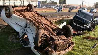 Cinco pessoas ficam feridas em acidente na BR-277 - O motorista de um dos carro foi encaminhado em estado grave ao hospital.