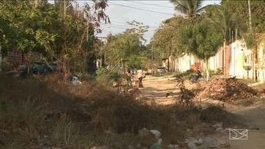 Moradores reclamam da falta de infraestrutura em bairro de São Luís - Moradores do bairro Itapiracó na capital, estão insatisfeitos com a falta de infraestrutura no bairro e algumas ruas estão completamente intrafegáveis.