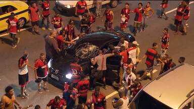 Polícia do RJ culpa programa de venda de ingresso do Flamengo pela violência - Conmebol vai abrir um processo disciplinar e é possível que o Flamengo seja punido. Centenas de flamenguistas sem ingresso pularam grades e forçaram roletas no Maracanã.