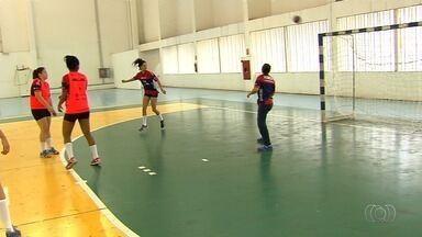 Jogadoras da Força Atlética superam adversidades para continuar atuando - Equipe de handebol e atletas buscam incentivos