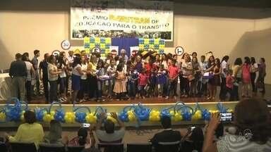Crianças de escola pública realizam ação de compartilhar conhecimentos no trânsito - Saiba mais em g1.com.br/ce