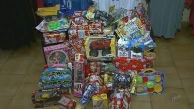 Brinquedos podem ser trocados por ingressos para amistoso do Vôlei Ribeirão - Arrecadação vai se converter em doações para crianças carentes no Natal.