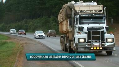 Depois de 8 dias, manifestantes liberam rodovias PR-170 e 459 na região Central - As pistas estavam bloqueadas desde dia 6 de dezembro pelo Movimento de Posseiros, MST, e Quilombolas que protestavam contra reintegrações de posse em áreas do município de Pinhão.