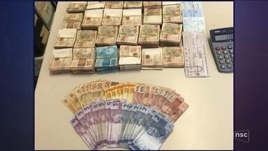 Polícia desarticula esquema de jogo do bicho que movimentava R$ 13 milhões por ano - Polícia desarticula esquema de jogo do bicho que movimentava R$ 13 milhões por ano em Florianópolis
