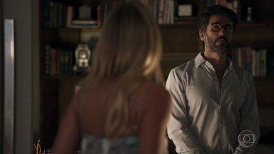 Samuel se irrita com Adinéia e Suzy - Mãe e sogra do psiquiatra não conseguem se entender