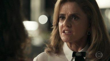 Sophia ameaça internar Clara novamente - A neta de Josafá afirma que quer ver o filho e mostra documento que Raquel assinou para revogar sua interdição