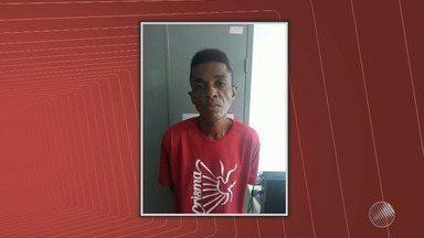 Homem é preso suspeito de matar companheira a facadas no bairro de Brotas - Crime aconteceu nesta sexta-feira (15), mulher de 24 anos foi encontrada com certa de 24 perfurações.