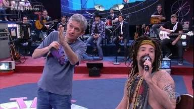 Mustafary faz graça com convidados - Ele fica impressionado com o porte físico dos músicos convidados