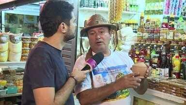 Feira de São Cristóvão é ponto de encontro de nordestinos no Rio de Janeiro - Um em cada três brasileiros vive longe da terra onde nasceu. Nesta segunda se comemora o dia internacional dos migrantes. Saiba como as pessoas fazem para lidar com a saudade