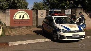 Escola é furtada pela terceira vez este ano em Goiânia - Criminosos entraram na unidade durante a madrugada. Portas e armários foram arrombados.