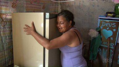 Voluntários distribuem móveis e eletrodomésticos usados para famílias carentes - A ação contou com a ajuda de mais de 150 voluntários da Paróquia Nossa Senhora Auxiliadora em Londrina.