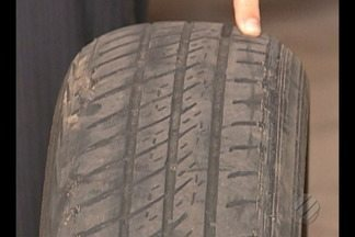 Motoristas reaproveitam pneus gastos com técnica arriscada de frisagem - Técnica é um risco a segurança do motorista.