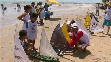 Corrida de jangadinhas toma conta da praia de Paulista-PE - Corrida de jangadinhas toma conta da praia de Paulista-PE