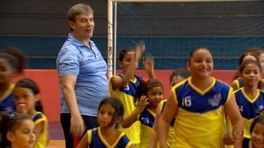 Roberto Dornelas lança novo projeto para iniciar criançada no basquete - Roberto Dornelas lança novo projeto para iniciar criançada no basquete