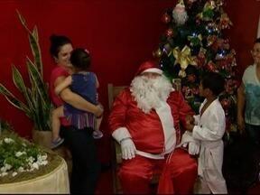Casa do Papai Noel recebe atrações variadas em Pirapozinho - Atividades seguem até o próximo sábado (23).
