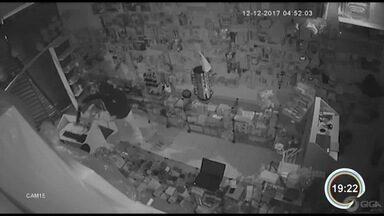 Criminosos atacam comércios na região do Putim em São José - Eles cobram mais segurança.