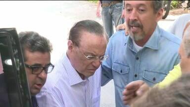 Paulo Maluf se entrega à Polícia Federal - A prisão dele foi determinada pelo Supremo Tribunal Federal. Maluf foi condenado a mais de sete anos de prisão por crimes de lavagem de dinheiro, quando era prefeito da capital, na década de 1990.